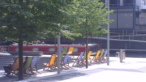 In summer, some of the corporate head offices at The Basin offer the cheer of a deck chair - but, perhaps sadly, there's often no one there!!  However solely on Thursdays, when there's market and music on at lunch-time, it is an entirely different story